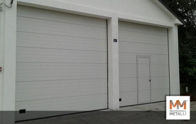 Porta sezionale per garage autobus: guarda i nuovi lavori