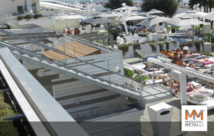 Scale in acciaio per Beach Bar: guarda i nuovi lavori