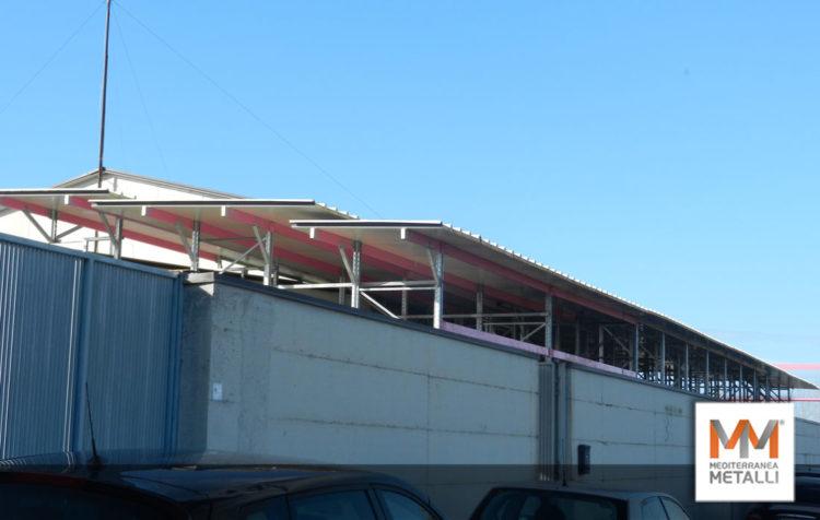 Scaffalatura industriale con copertura coibentata: guarda i nuovi lavori
